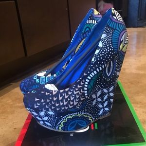 Bucco Printed Fabric Platform Wedges NEW